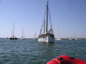 A similar looking boat to us in the Faro river