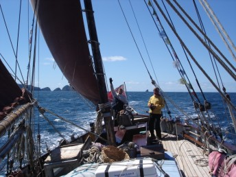 Sailing across the Bay of Islands at 7 knots