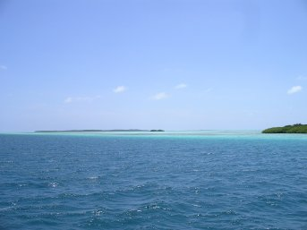 The long reef of coloured water