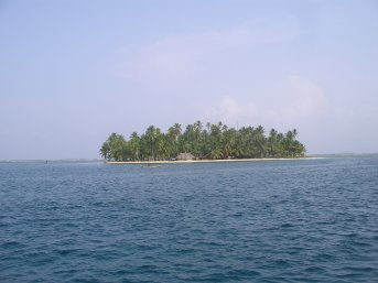 Approaching one of the Sanblas islands
